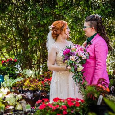 vibrant summer wedding at blumen gardens